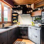 Дизайн кухни в темных оттенках