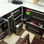 Система хранения кухонных принадлежностей с выдвижными ящиками
