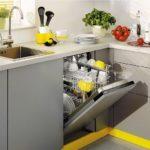 Размещение посудомоечной машины под кухонным окном