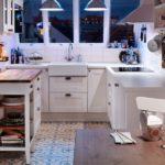 Передвижной столик в дизайне кухни