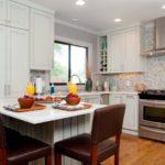 Кухонный остров в роли обеденного стола