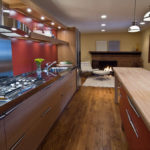 Организация освещения кухни в коричневых тонах