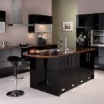 Черные поверхности кухонной мебели