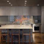 Серо-коричневый интерьер современной кухни