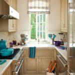 Узкая кухня с П-образной планировкой