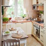 Кухня угловой планировки в деревенском стиле