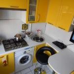 кухонная мебель с желтыми дверками