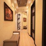 Стены коридора с фактурными обоями