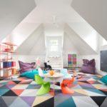 Интерьер детской комнаты с высокими потолками