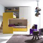 Желтая мебель в белой комнате