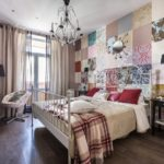 Спальня в деревенском стиле с лоскутными обоями