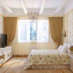 Длинный комод в спальне классической стилистики