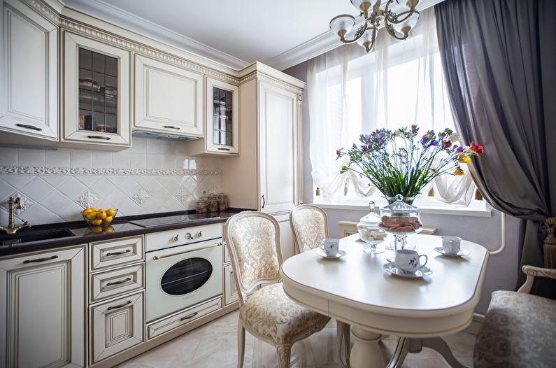 Мягкие стулья в классическом стиле на кухне площадью в 10 кв м