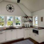 Кухня с угловой планировкой в частном доме