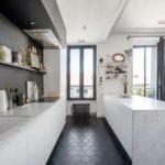 Зеркала на кухонных полках