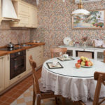 Обеденный стол на кухне в стиле кантри