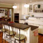 Комбинированная барная стойка на кухне в стиле кантри