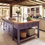 Массивный кухонный остров из дерева