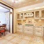 Кухня, объединенная с балконом с проемом в виде арки