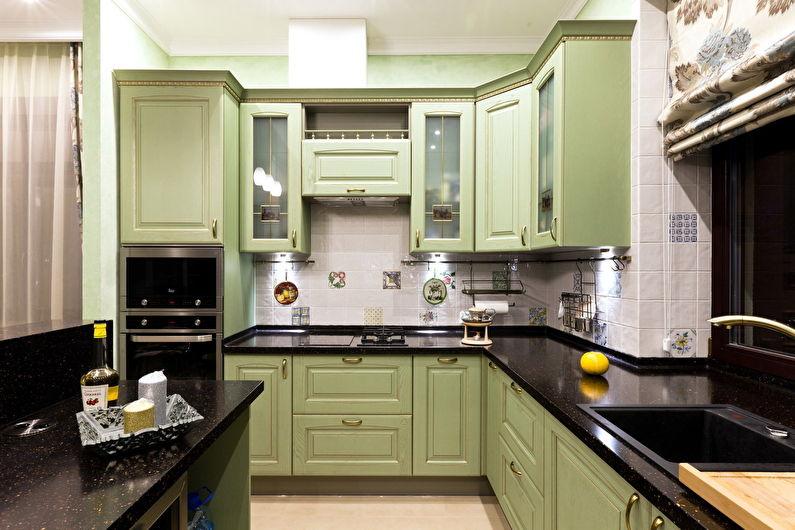 Классический кухонный гарнитур с черной столешницей