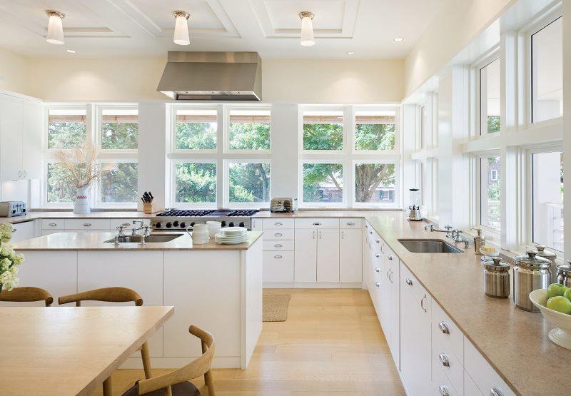 Интерьер кухни в частном доме без подвесных шкафов