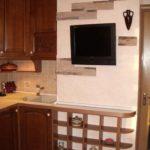 На вентиляционный короб можно повесить плазму, полки и элементы декора