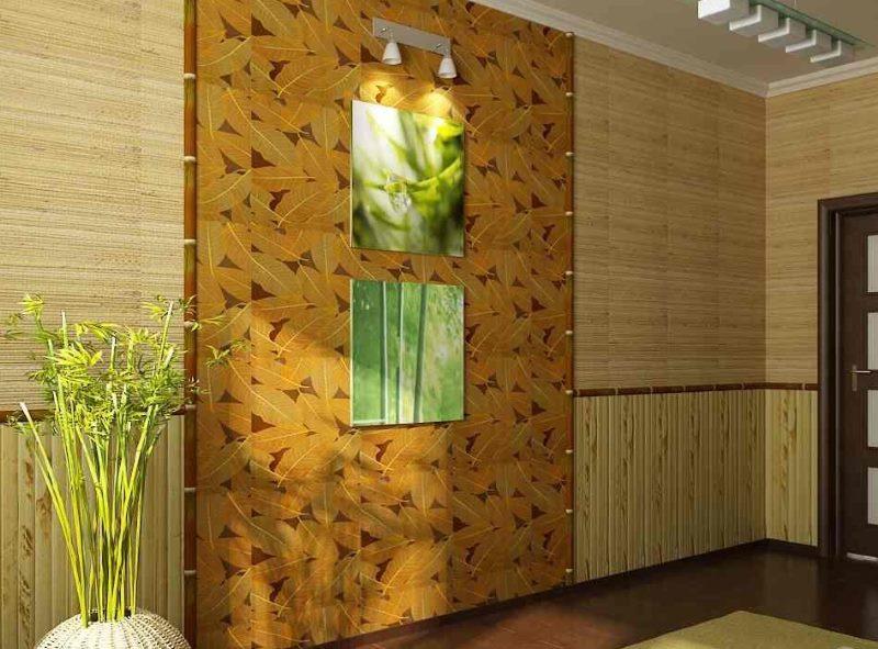 Стена в прихожей с натуральными обоями