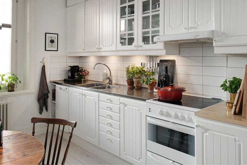 Кухонный гарнитур прямолинейной планировки