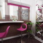 Оригинальная барная стойка на кухне, совмещенной с балконом