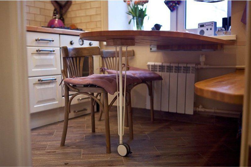 Откидной столик на кухне в хрущевке