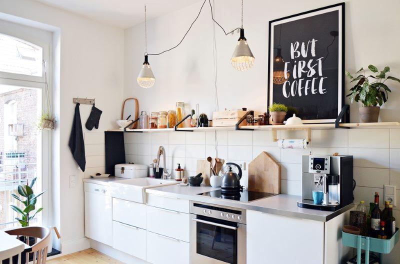 Дизайн кухни 13 квадратных метров с открытой полкой