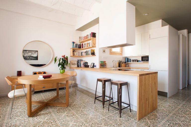 Интерьер кухни площадью в 13 кв метров с барной стойкой