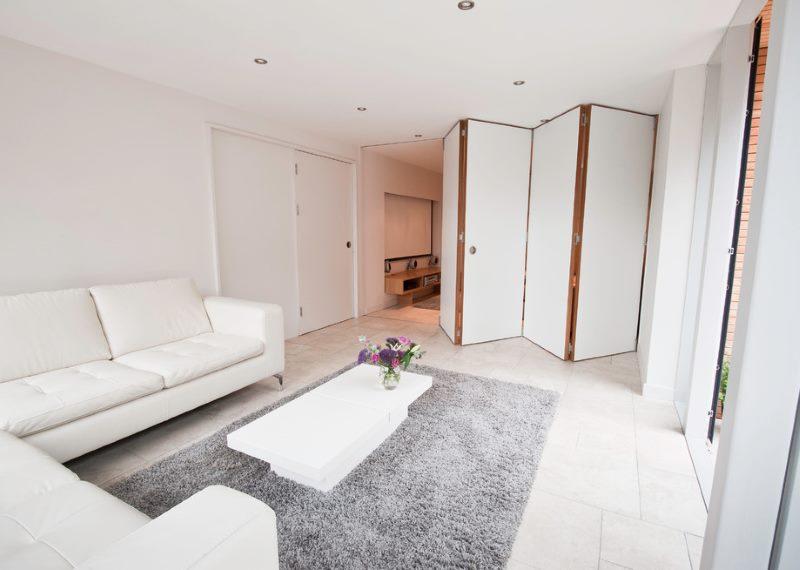 Комната площадью в 18 кв метров с перегородкой-гармошкой