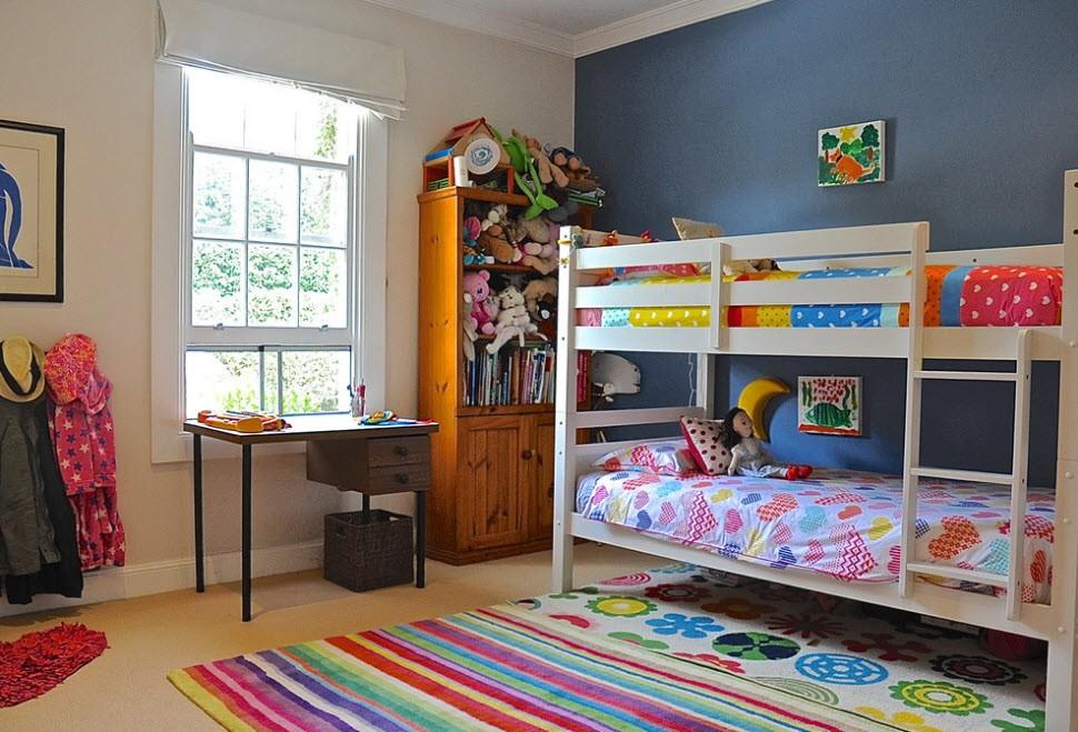 Контрастная отделка стен комнаты для разнополых детей