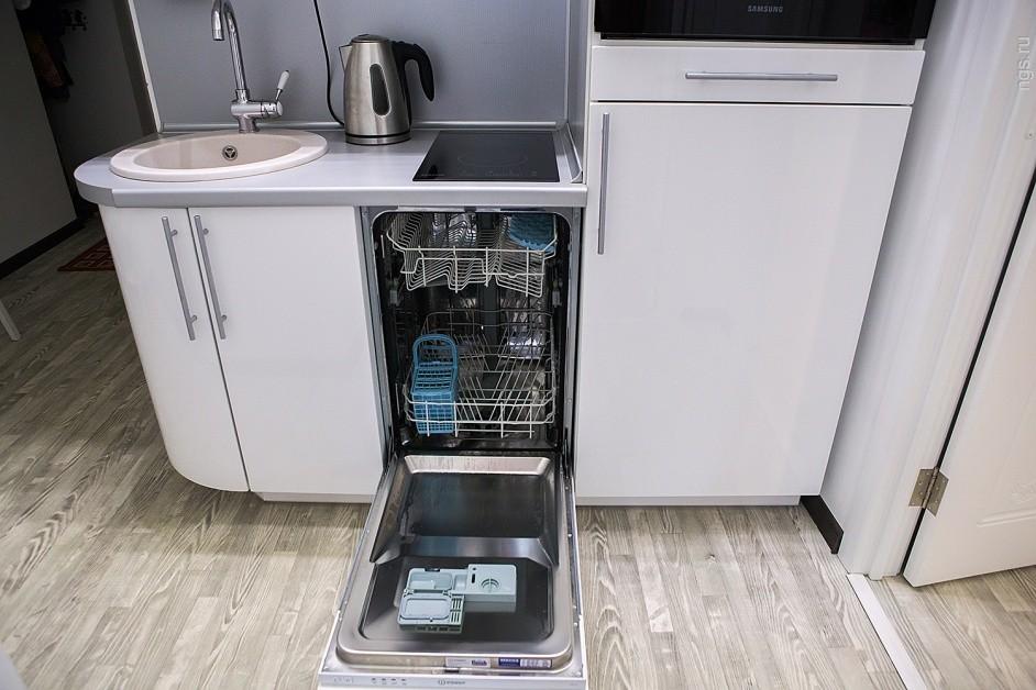 Узкая посудомоечная машина на кухне хрущевки