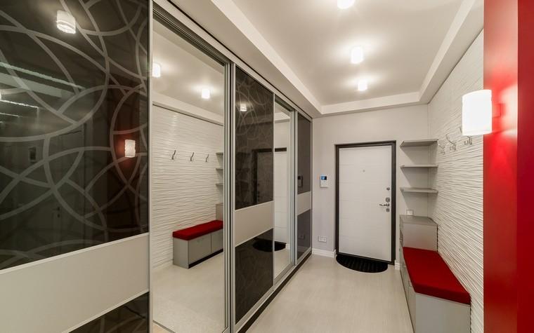 Дизайн маленького коридора в стиле хай-тек