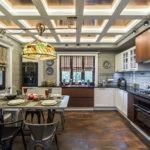 Потертый пол в кухне частного дома
