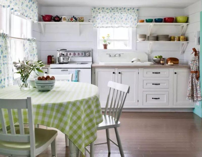 Скатерть в клетку на кухонном столе в стиле прованс