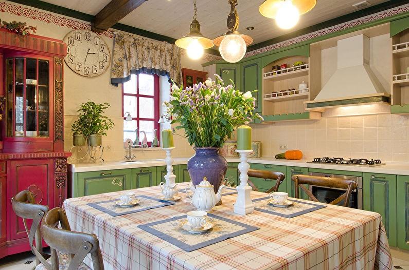 Яркий свет на кухне в деревенском стиле