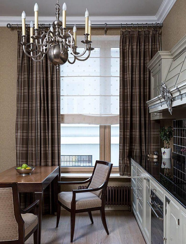 Темные шторы на кухне площадью в 11 квадратных метров