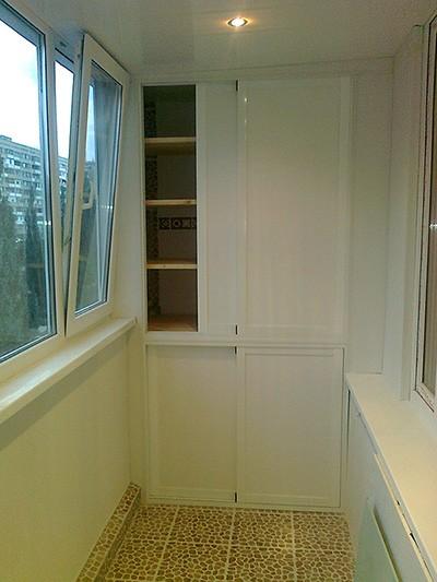 Шкаф-кладовка на балконе