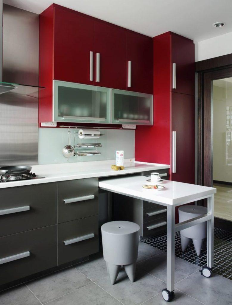 Кухонный гарнитур с выдвижным столиком