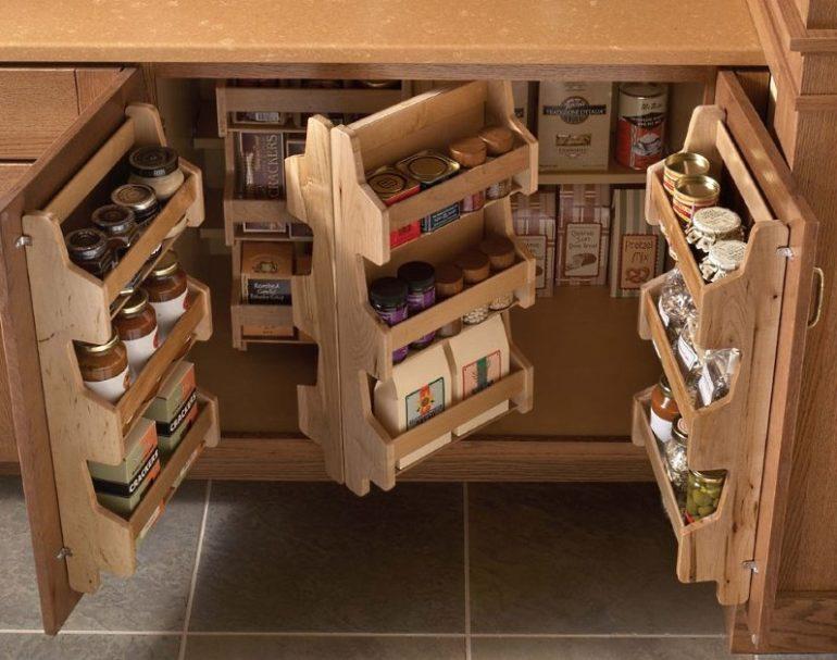 Выдвижные блоки в нижнем шкафу кухонного гарнитура