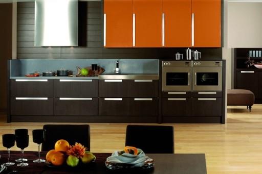Яркие элементы для кухни венге