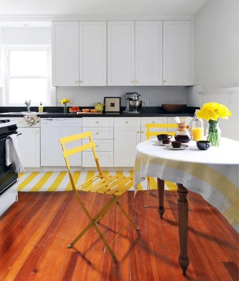 Желтый цвет в интерьере черно-белой кухни 10 кв метров